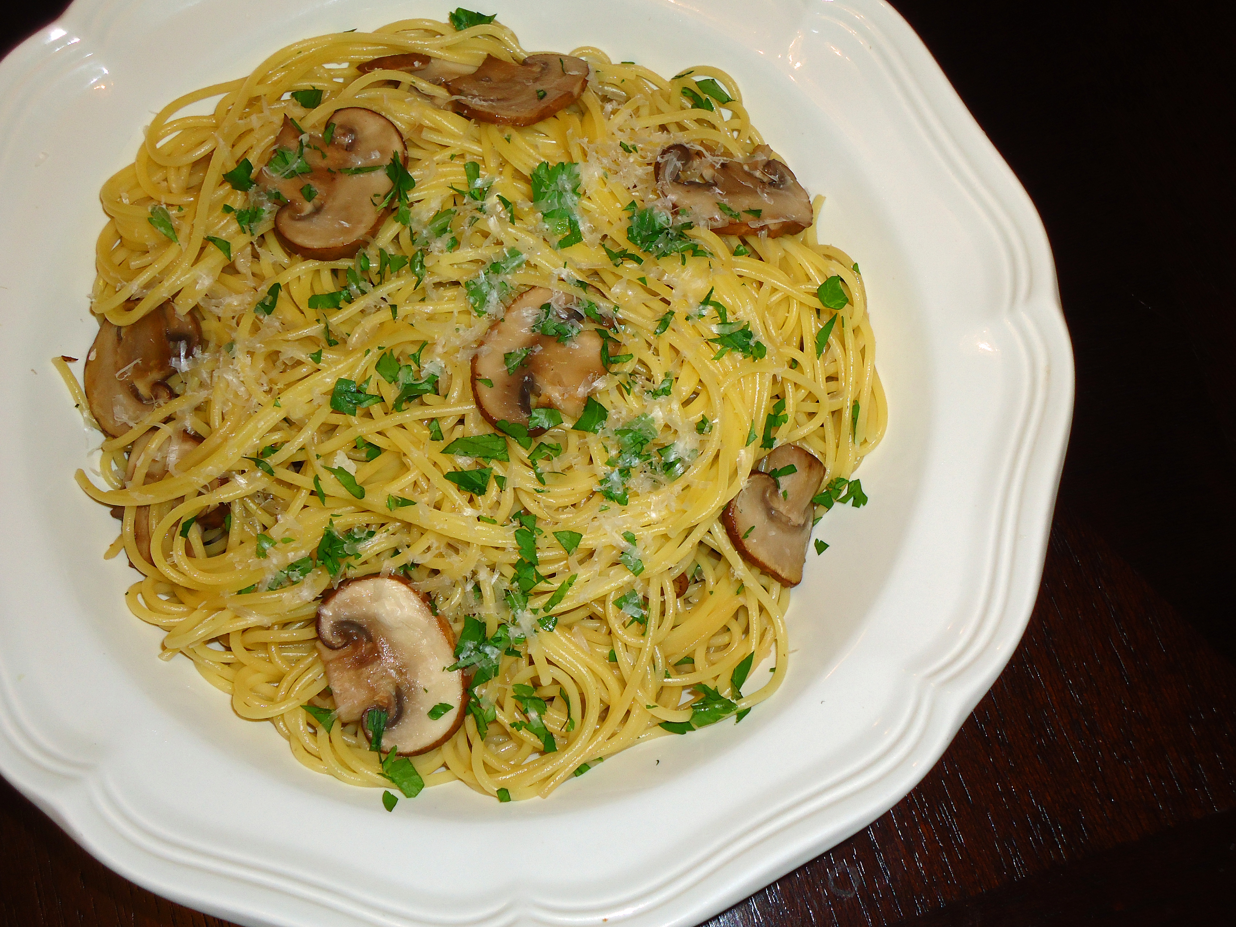 spaghetti with mushrooms garlic and oil recipes dishmaps and oil ...
