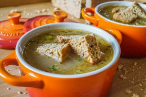 Zwiebelsuppe mit Lebkuchentorte-Croutons (German Onion Soup with Gingerbread Cake Croutons)