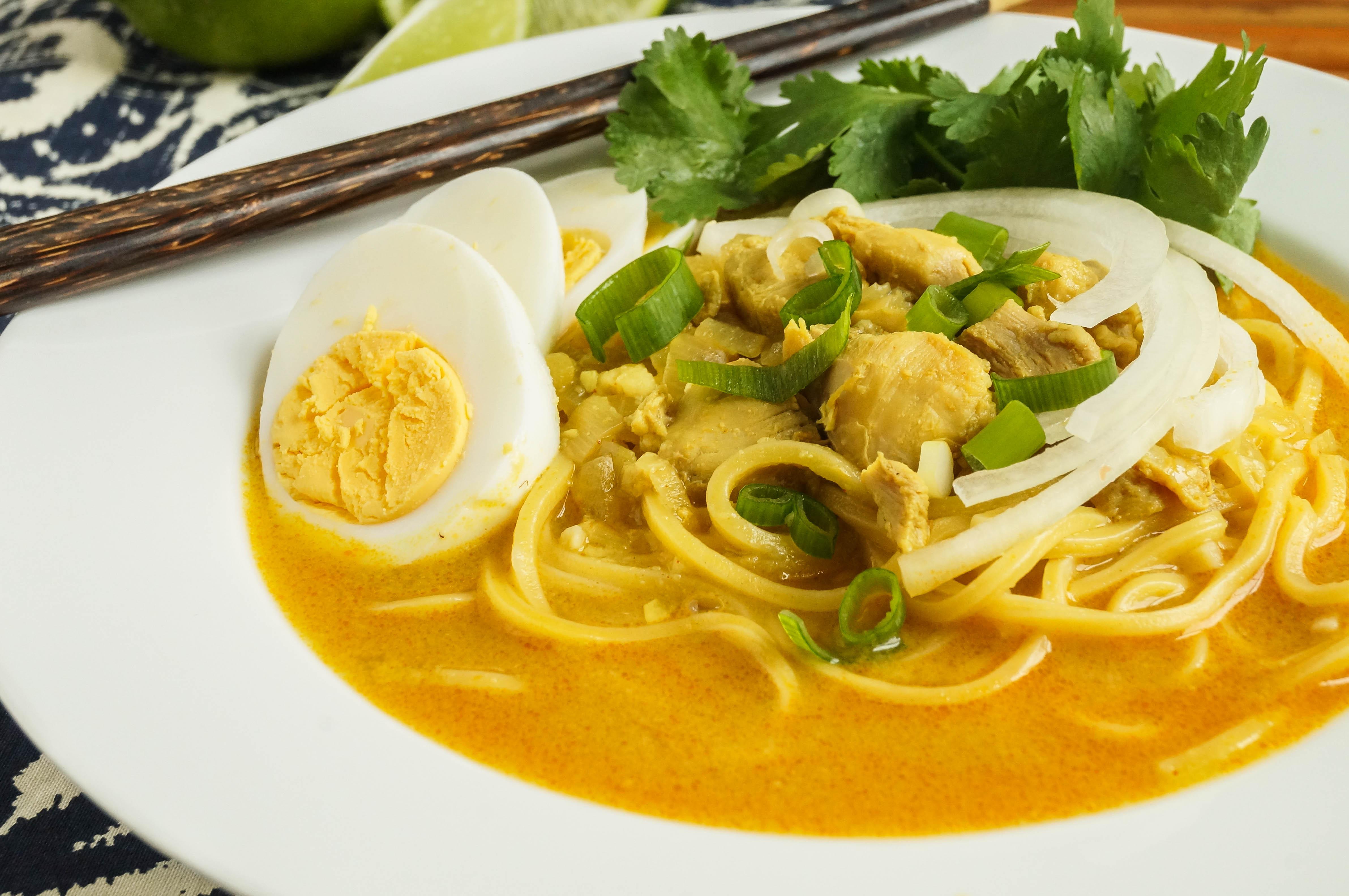 Ohn No Khauk Swe (Burmese Chicken Coconut Noodle Soup)