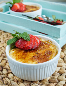 Strawberry Vanilla Yogurt Brûlée
