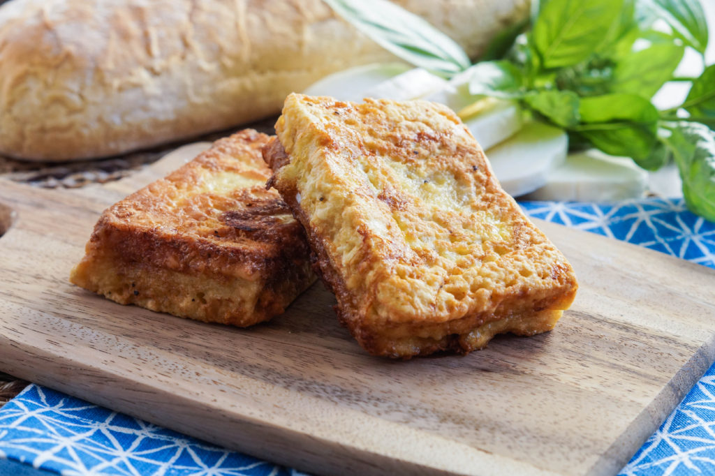 Mozzarella in Carrozza (Neapolitan Fried Mozzarella Sandwiches) (6 of 7)