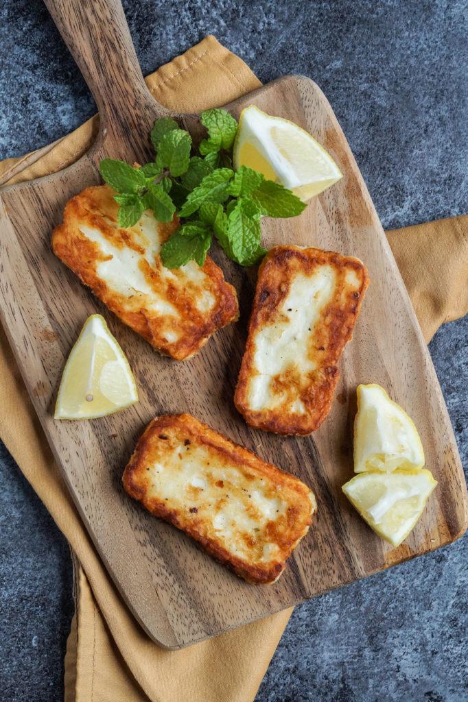 halloumi-meshwi-palestinian-pan-grilled-halloumi-with-lemon-1-of-3