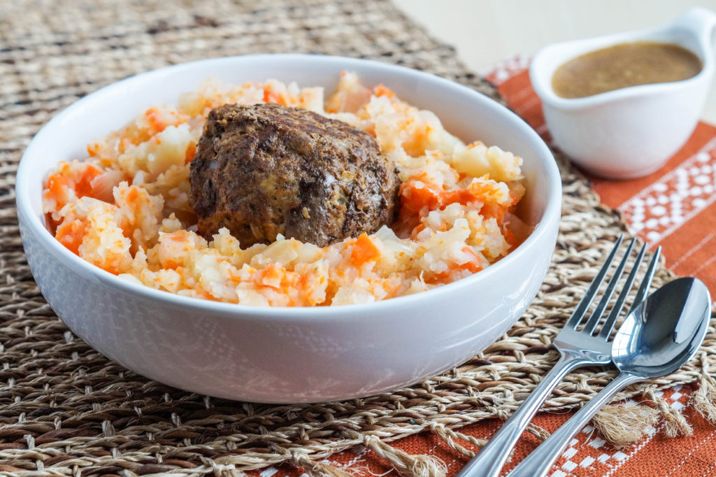 hutspot-met-gehaktballen-dutch-mashed-potatoes-and-carrots-with-meatballs-1-of-3