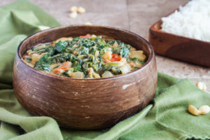 #SundaySupper Healthy Green Recipes: Gambian Spinach with Peanut Sauce